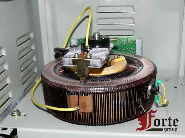 Бытовой стабилизатор трансформатор напряжения генератор бензиновый прораб